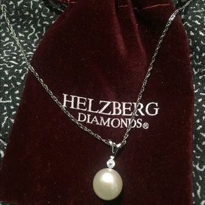 Brand new Helzberg Diamonds pearl necklace